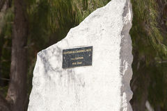 POLINESIA-, 16. JUNI: Ein denkwürdiger Stein zu Ehren der Regatten auf Insel Tikehau am 16. Juni 2011 auf das Polynesien Stockfoto