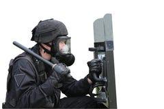 Polis i en gasmask Arkivbilder