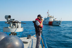 Polis på det militära skeppet Royaltyfri Fotografi