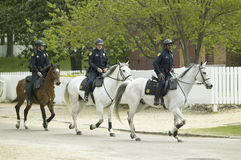 Polis på hästrygg Royaltyfri Foto
