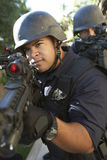 Polis som siktar med vapen royaltyfria bilder
