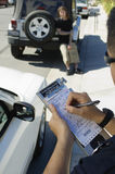 Polis Writing Ticket Royaltyfri Foto