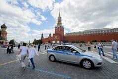 Polisbil i Ryssland i Moskva på röd fyrkant,  Royaltyfria Foton