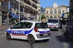 Polisbilar som blockerar vägen i Lille, Frankrike Fotografering för Bildbyråer