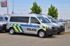 Polisbilar Volkswagen Multivan Arkivbilder