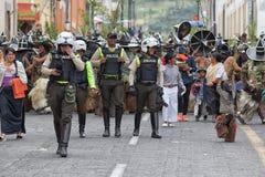 Polisen är en aktiv del av den Inti Raymi festivalen i Cotacachi Arkivbilder