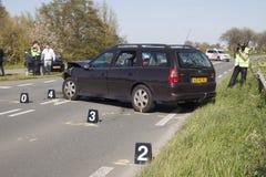 Polisen är utforskar efter en olycka med två bilar, s Royaltyfri Bild