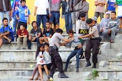 Polisen arresterad tillverkare ett tjafs Fotografering för Bildbyråer