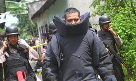 Polisen bombarderar truppen Arkivfoto