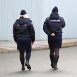 Polisen för kvinna` s patrullerar royaltyfri fotografi