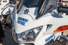 Polisen för statlig huvudväg patrullerar motorcykeln Arkivbild