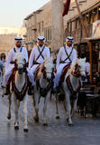 Polisen i Souq Waqif i Doha, Qatar Arkivbild