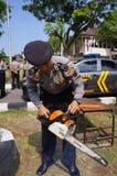 Polisen kontrollerar equioment Arkivbilder