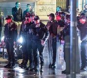 Polisen mot folket i Istanbul fotografering för bildbyråer