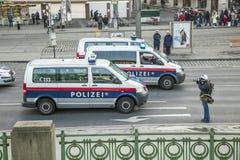 Polisen och fotograf upptill Arkivfoton