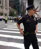 Polisen på entrumf samlar, NYC, NY, USA Arkivbild
