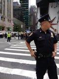 Polisen på entrumf samlar, NYC, NY, USA Arkivbilder