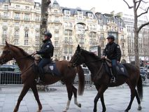 Polisen på gatorna av Paris Royaltyfri Bild