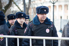 Polisen på oppositionen samlar i minne av Nemtsov Arkivbilder