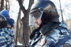 Polisen på oppositionen samlar i minne av Nemtsov Arkivfoto