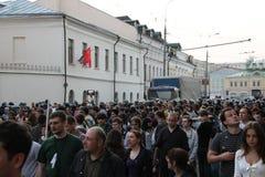 Polisen skjuter personerna som protesterar oppositionen, på aktier av rysk opposition för ganska val, kan 6, 2012, Moskva, Ryssla Royaltyfri Bild