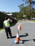 Polisen som blockerar vägen Arkivfoton