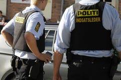 POLISEN SOM KONTROLLERAR KINIF-KAMP PÅ AMAGER Arkivbild