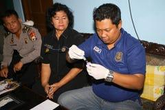 Polisen tog en blodprövkopia Fotografering för Bildbyråer