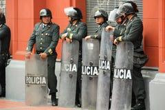 Poliser i gatan royaltyfri foto
