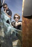 Poliser som siktar vapen royaltyfri fotografi