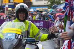 Poliseskort på vägloppet Royaltyfria Bilder