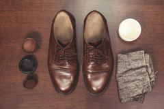 Polishing leather shoes Royalty Free Stock Photography