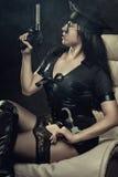 Poliskvinna med vapnet Royaltyfria Foton