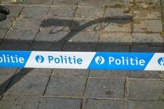 Polislinjen undertecknar in Brugge Arkivbild
