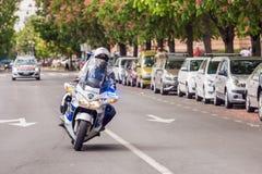 Polismotorcykeln under det 5th loppet för finalen turnerar in av Kroatien Arkivbild