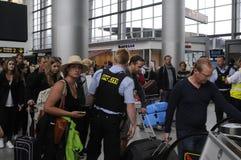 POLISSÄKERHET PÅ KASTRUP-FLYGPLATS arkivfoto