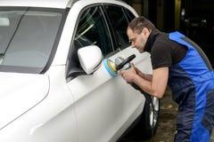 Polissage blanc de voiture Images stock