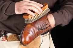 Polisseur de chaussure photos libres de droits