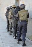 Polisspecialförband i handling royaltyfri foto