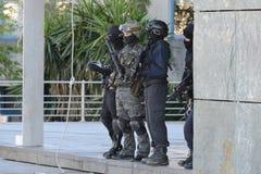 Polisspecialförband i handling royaltyfri fotografi
