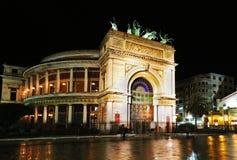 Politeama teatr w Palermo, Sicily, nocą zdjęcia royalty free
