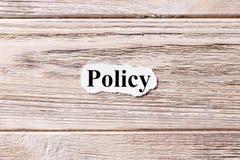 Politica della parola su carta Concetto Parole di politica su un fondo di legno fotografia stock libera da diritti