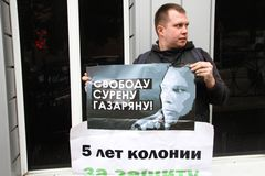 Politician Nikolay Lyaskin on picket in support of the arrested ecologist Suren Gazaryan Royalty Free Stock Photos
