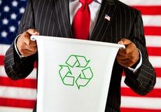 Politicien : Se tenir réutilisent la poubelle Photos libres de droits