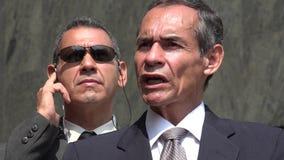 Politicien Speaking With Bodyguard image libre de droits