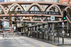 Politico occupi le strade centrali dei blocchetti del movimento in Hong Kong Immagini Stock
