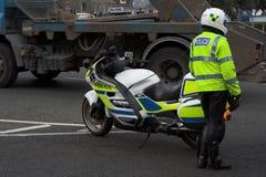 Politie, cop naast policebike Royalty-vrije Stock Afbeelding
