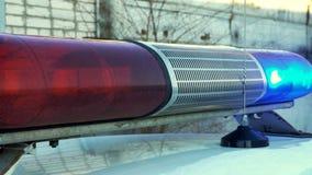 Politie het blauwe en rode lamp opvlammende spinnen stock video