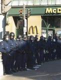 Politie in het toestel van de menigtecontrole Stock Afbeelding