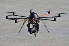 Politie onbemande helikopter (UAV) met een camera voor observatie Royalty-vrije Stock Fotografie